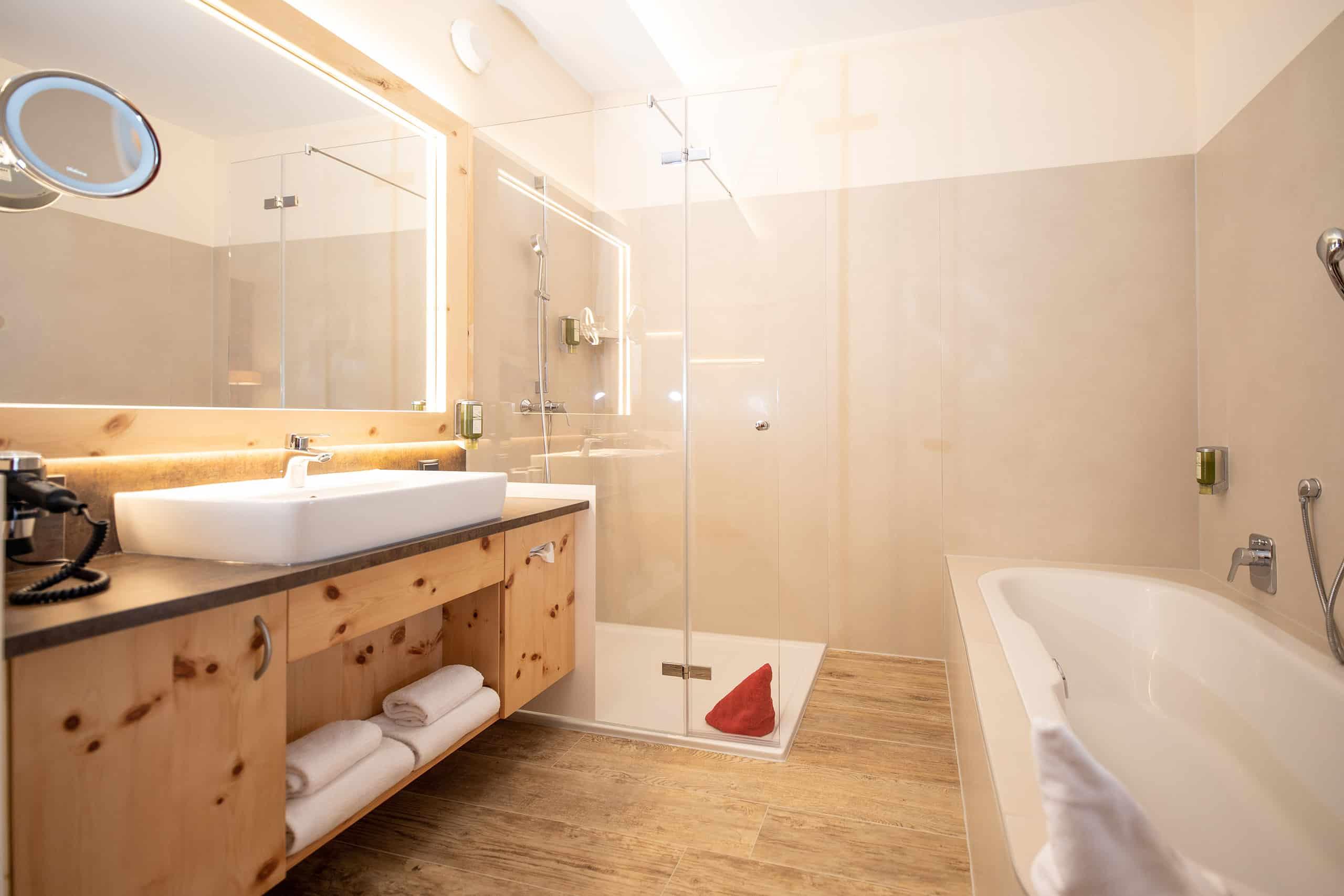 conversory-puchasplus-zirben-romantik-plus-zimmer-badezimmer-badewanne-ambiente