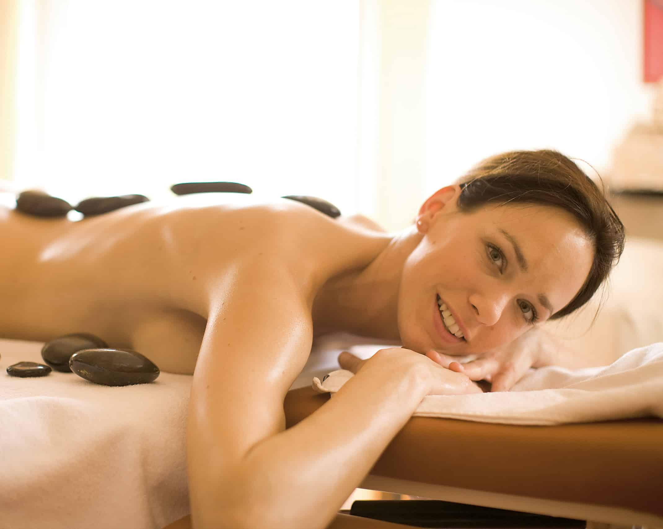 conversory-puchasplus-heilmassagezentrum-massage-hot-stone-frau-2